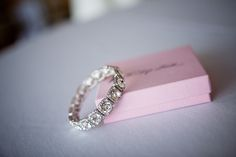 gorgeous vintage wedding band, this is beyond perfect.