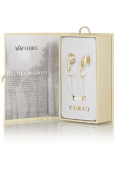 Frends' high-performance 'Ella' earphones deliver authentic, natural sound thanks to a 13mm driver. Handmade with gold-tone metal details, this jewelry-inspired pair is both stylish and functional.