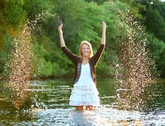 senior pictures in water | senior portrait splashing in water MN