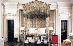 Oscar de la Renta's Connecticut bedroom - the moldings in this house are insane!