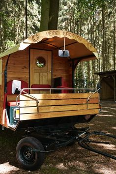 Living in a shoebox | Travel the German moorland in a horse drawn caravan