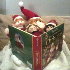 "Magic Elves Read ""Twas the Night Before Christmas!"""