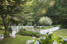 picket fence garden.  i really want to do this off my front porch.  how beautiful.