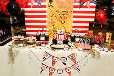 Una mesa de dulces muy llamativa para una fiesta piratas / A fun party table for a pirate party