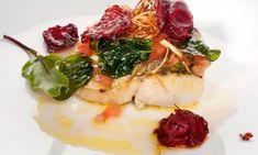 Merluza con tomate. Receta de lomos de merluza a la plancha con una vinagreta de tomate y  espinacas crujientes. #merluza #pescadosymariscos