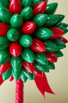 christmas crafts, holiday lights, christmas lights, front doors, wreath, bulbs, light topiari, topiaries, christma light