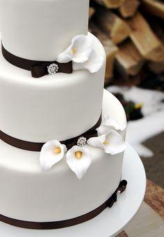 calla lily wedding cake