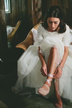 Bride in ballet slippers  Photography by stacyjacobsen.com