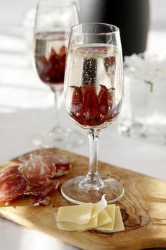 Wild Hibiscus Prosecco Cocktail via @Paula - bell'alimento