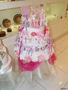 Wedding cake decorata in #rosa con bomboniere