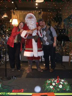 Ahhhhh..... Santa Claus playing ukulele!!!