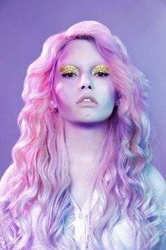 Pastel hair & gold glitter eyes  Model and makeup: Laura Sanchez