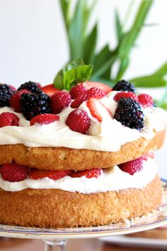 Undone berry cake with fresh whipped cream