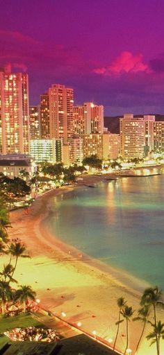 Beautiful Waikiki Beach in Honolulu, Oahu, Hawaii