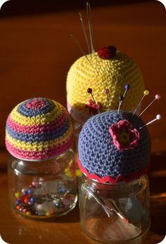 crochet pin, free pattern, pincushion, cushion jar, cushions