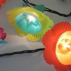 Cómo hacer una guirnalda de flores de colores con luces