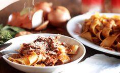 Receita de molho de carne à base de tomate para macarrão e massas: veja como fazer o ragu napolitano.