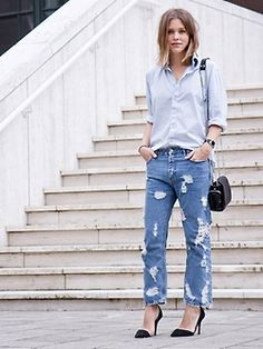 Balance out the slouchy nature of boyfriend jeans by keeping the top half of your outfit fairly structured and fitted. Things like fitted t-shirts, crisp button-down shirts, and cropped jackets are all great options for pairing with your favourite boyfriend jeans.