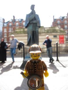 LEGO Collectible Minifigures Series 5 : Detective @ Sherlock Holmes Statue