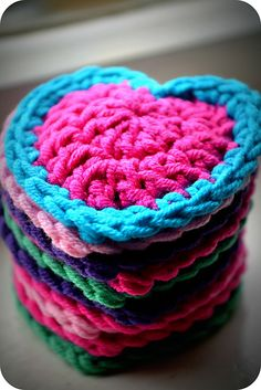 valentine day, heart bunt, crochet hearts, buntings, crochet free patterns, blankets, yarn, bright colours, bright colors