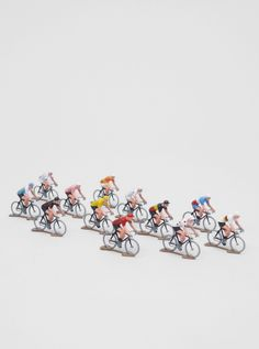 PELOTON, CYCLING FIGURES: little dudes about 5x5cm in die cast metal. for cycling and small-multiple enthusiasts.