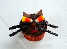 Easy Chocolate-Candy Black Cat Cupcake...