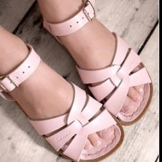 I want to wear saltwater sandals at my wedding. And have all of the bridesmaids do the same. <3 Saltwater!