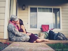 Just love this pic!!  I cannot help but admire military families