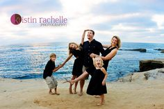 10 Rocking Tips for Beach Photography: I love this family pose! Funny.