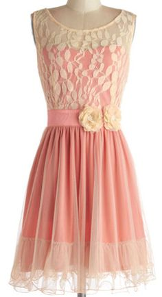 Sweet dress in #coral and #lace http://rstyle.me/n/embsznyg6