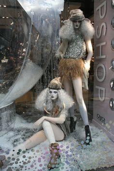 christmas windows | The Window Display Blog | #holiday #christmas #decoration #interior #santa #movie #theme #animatronics #lights #retail #icsc #cre | arkansasconstruction.co and Facebook.com/cni.arkansas