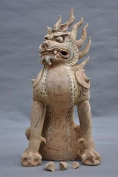 Zhenmushou (Tomb Guardian Beast). Tang dynasty (618–907 CE); Painted and gilt earthenware, 65.7 x 30 cm. Unearthed 2009, Tomb M2, Fujiagou Village, Lingtai County, Gansu Province. Lingtai County Museum, Pingliang