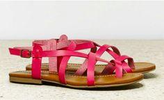 Such a cute color! #sandals #pink #comfy
