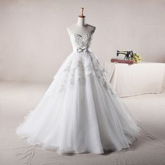 sweetheart ball gown tulle wedding dress