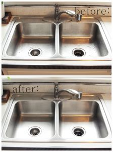 all natural kitchen sink cleaner recipe.  Using baking soda, olive oil, lemon juice and vinegar.  makes your sink crazy shiny!