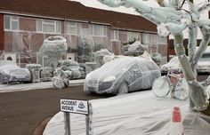 A British insurance company Bubble-Wrapped the most accident-prone street in the UK. One of many uses for #BubbleWrap.