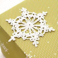 Crochet a Snowflake Gift Topper holiday, christmas cards, free pattern, crochetsnowflak, crochet snowflakes patterns, snowflak pattern, diy craft, crochet patterns, snowflak gift