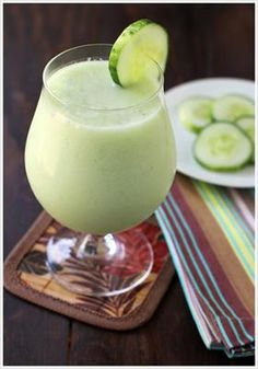 20 Detoxifying Cucumber Recipes to Cool You Down: Green Melon Summer Smoothie | Sunrise Swims