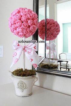 Centros de mesa con rosas de papel