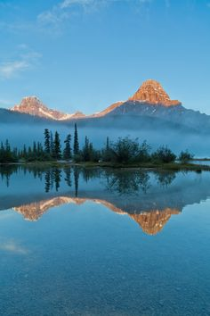 Mount Chephren & Bow Lake - Banff National Park, Alberta, Canada