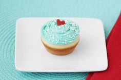 Cute aquamarine cupcakes!