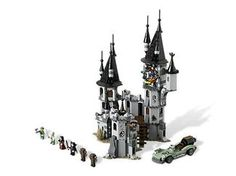 LEGO Monster Fighters - It's a Vampire Castle!! Me wants! *ED: ME GOTS!*