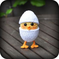 Chicken in egg - just adorable!  Free pattern