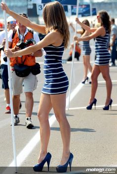 Sexy legs pit lane and grid girls