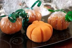 DIY Halloween party favor: Home-made playdough presented in the shape of a mini pumpkin!