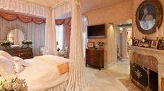 Inside Joan Rivers' incredible and lavish New York home.