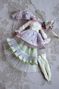 The most detailed and incredible Blythe fashions by kikihalb.. Wow!