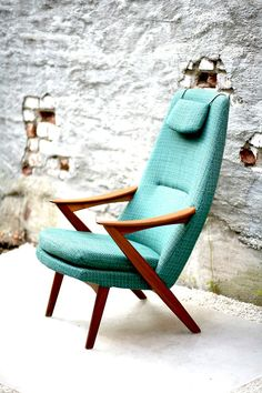 Beautiful Teal Mid Century Modern Chair