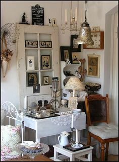 How sweet is this glass-paned chippy door for displaying art, etc?  (by Boxwoodcottage, via Flickr)