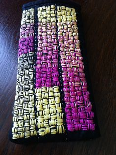 by Sheena Norquay. On the right she degraded the strands by shades in order to let the colors blend, on bottom left the return using a different number of strands